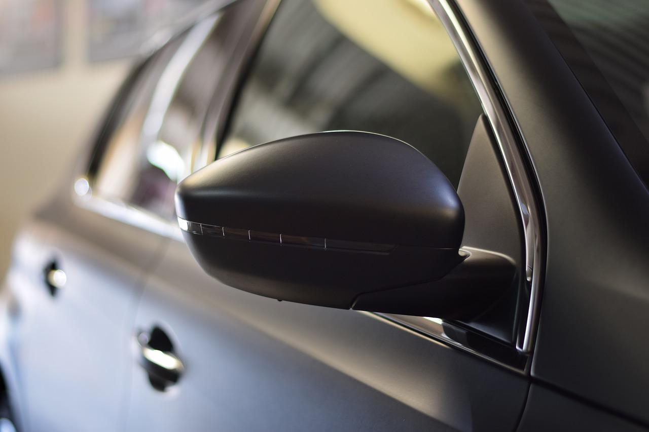 Naklejki magnetyczne na samochód firmowy